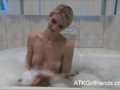 Amanda Tate has a bath unsystematically lets you cum in the first place her tits