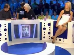 Bench celebrity undershorts connected with skirt in a live show